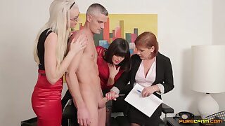 Boss takes off his clothes for Lexi Lou and Wendy Taylor to give head