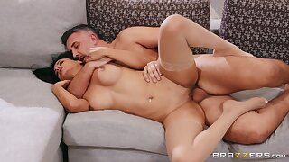 Amateur couch sex pleases the hot woman with endless orgasms
