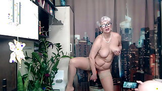 Zucchini and carrots in a juicy MILF's mature, wet pussy