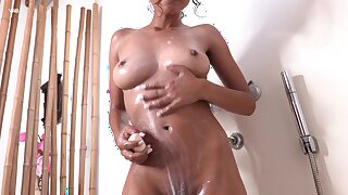 Sexy solo model Liloo opens her legs to masturbate with fingers