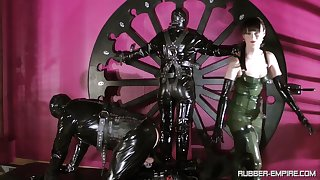 Cheyenne de Muriel plays heavy sex games with her friend while he is tied